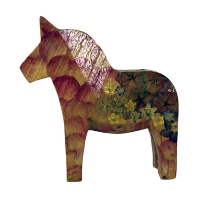 'Häst i blomsterskrud', 2019, ett konstverk av Kerstin Palliard