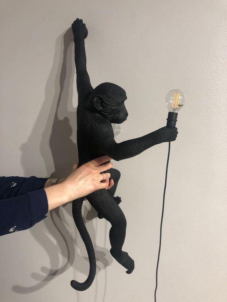 'Monkey Lamp', 2020, ett konstverk av Monkey Lamp