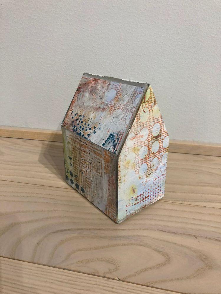 'Hus', 2020, ett konstverk av Lotta Söder
