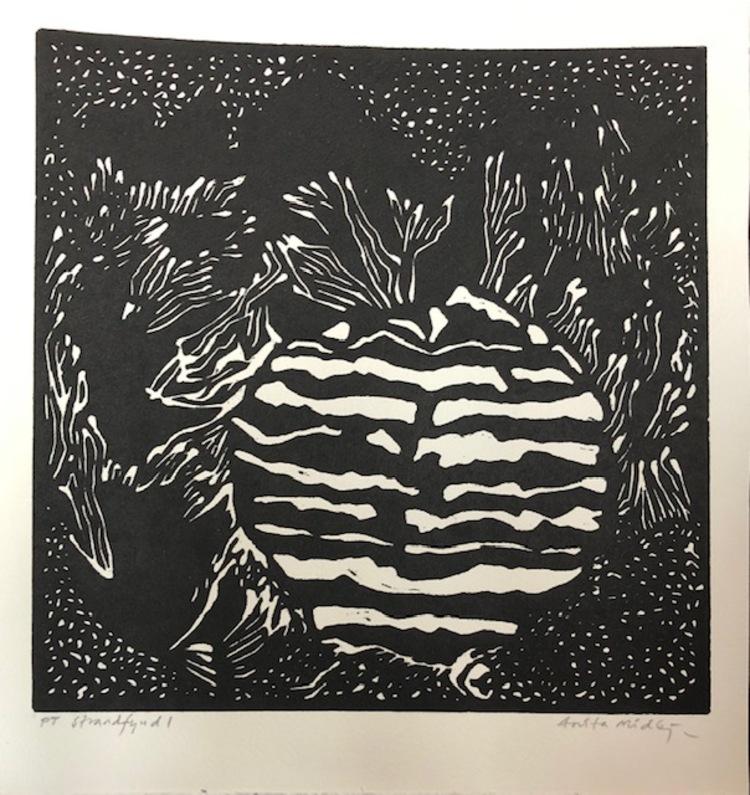 """'Träsnitt """"Strandfynd"""" - Vinnare Inga Häger', 2019, ett konstverk av Anita Midbjer"""